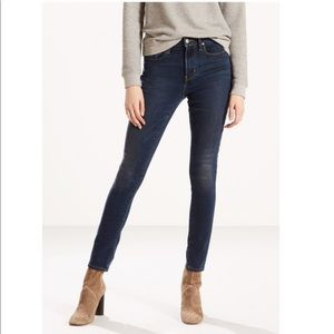 Levi's High Rise Skinny Jeans Med Dark Wash